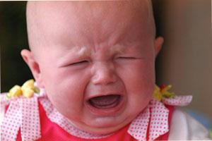 почему малыш плачет