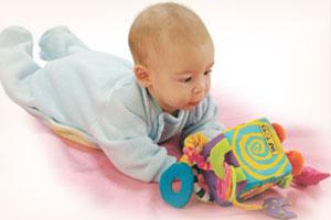 Ребёнок демонстрирует первые проявления памяти