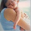 новорожденный на руках мамы